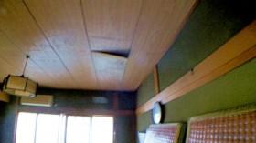 階下、和室天井の様子