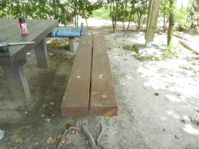 施工中のベンチの様子