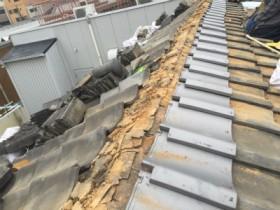 棟際瓦入替え の様子