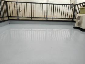 FRP防水トップ塗装の様子
