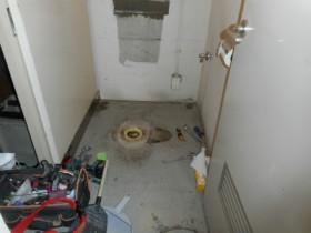 トイレの取替え工事の様子