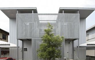 有孔折板の家